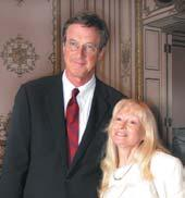Dr. Michael Crichton and Dr. Penny Patterson on September 15 at the Commonwealth Club reception for Dr. Crichton s talk.